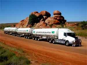 Мощный грузовик с гибридным мотором.